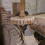 Left stone set drive shaft (disengaged)