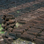 Peat blocks and stackdrying (149-036)